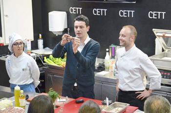 Mateu Blanch, chef corporativo de Distform durante la presentación del monográfico de aves selectas.