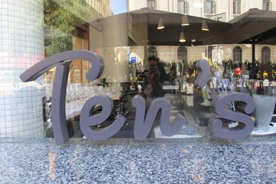 Está en el sitio idóneo y con la oferta perfecta: tapas de toda la vida bajo la batuta del chef Jordi Cruz.